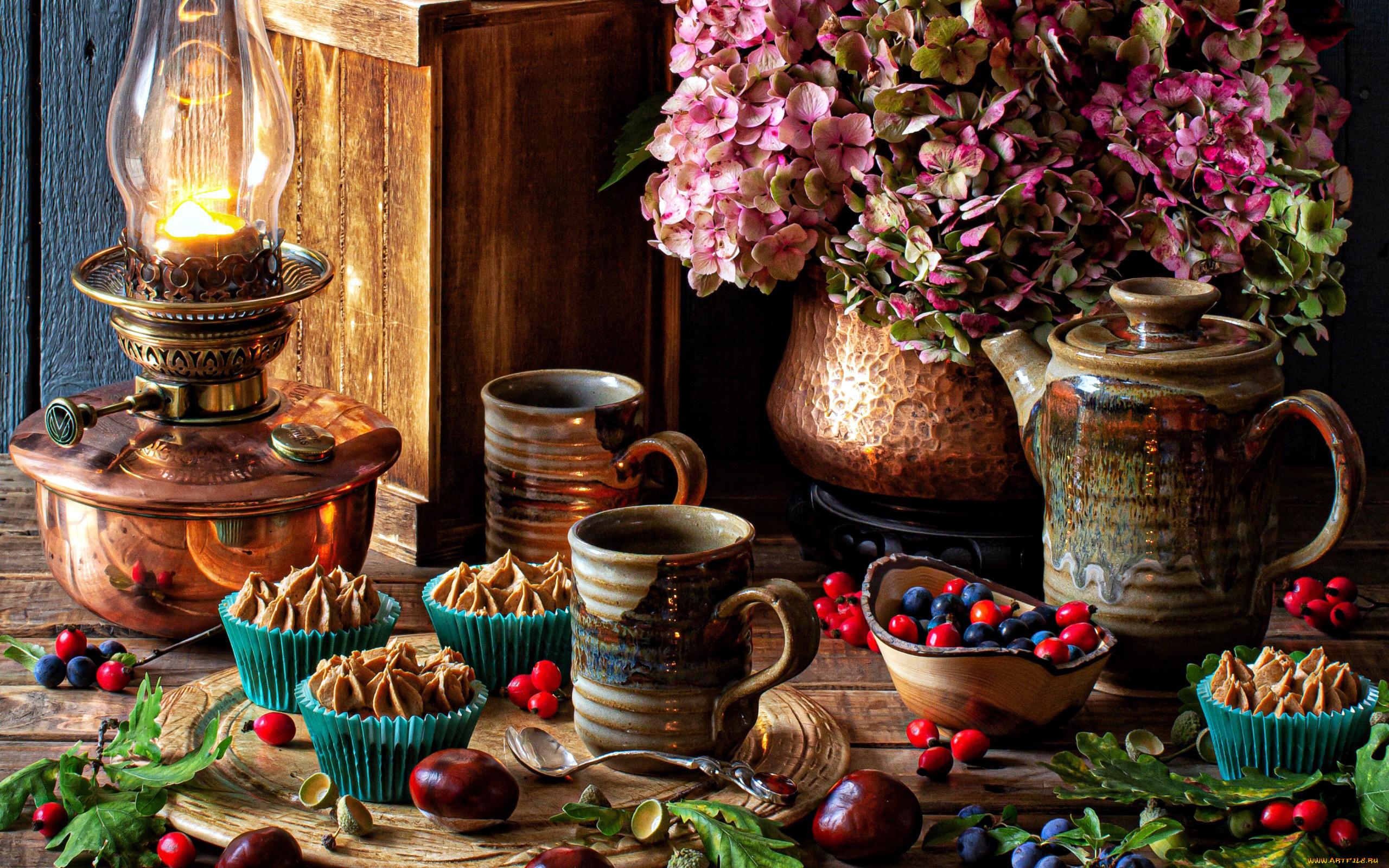 еда, натюрморт, лампа, каштаны, гортензия, ягоды, кексы